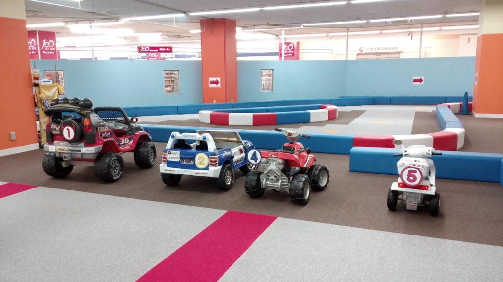 巨大なサーキットコーナー