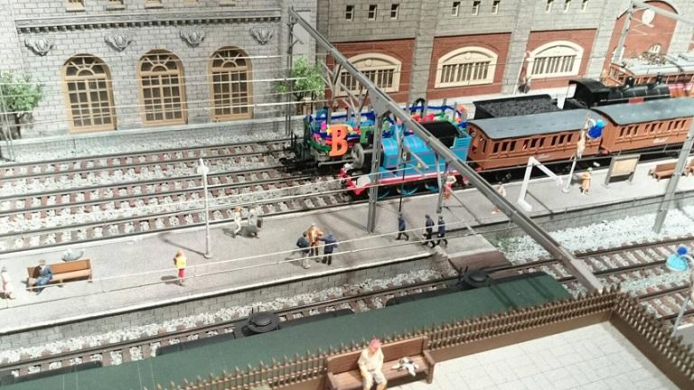 原鉄道博物館期間限定トーマスジオラマNゲージ模型走る
