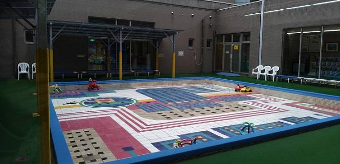 壬生町おもちゃ博物館プール中庭