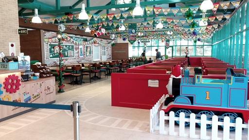 トーマスランドレストラン店内風景