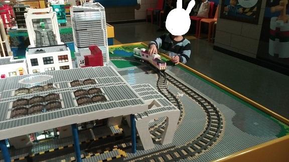 レゴランドレゴの電車で遊ぶ