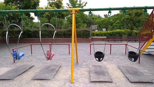 上尾丸山公園ブランコ遊具