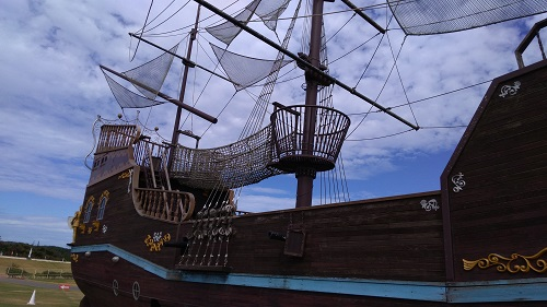 巨大な海賊船ネット遊具