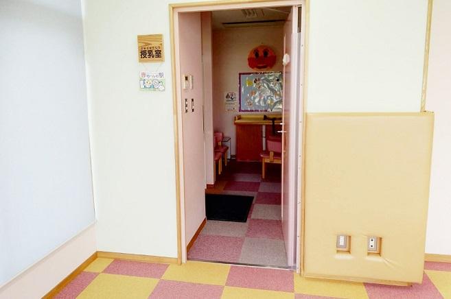 授乳室、おむつ替えシート
