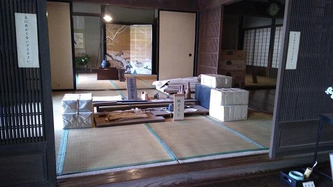 紙すき家屋中