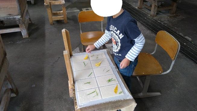 和紙作り草花を自分でいれる