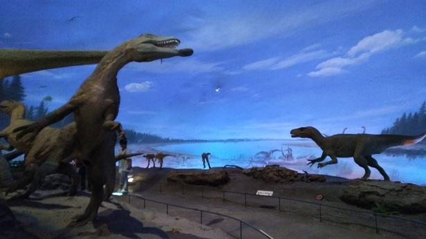 リアルな恐竜の世界を再現