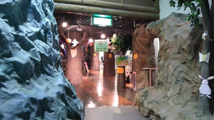 子供の城の中こども動物自然公園