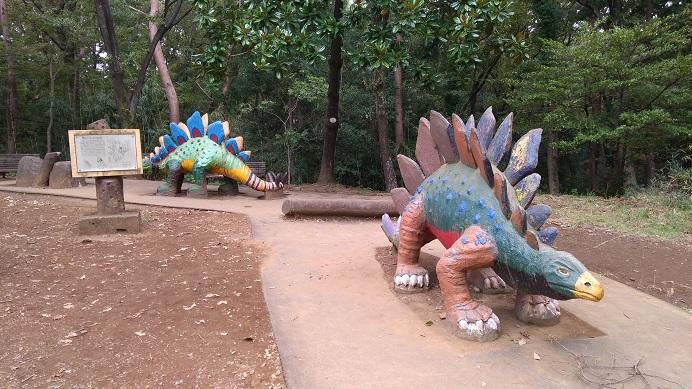 カラフルな恐竜