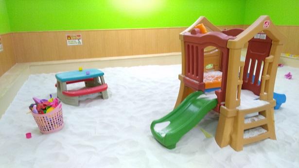砂場のおもちゃ遊具