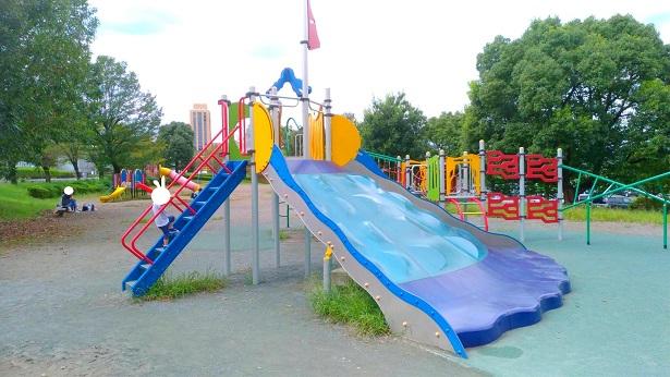 阿須運動公園滑り台遊具