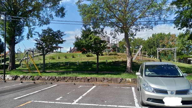 みさと公園駐車場遊び場近い