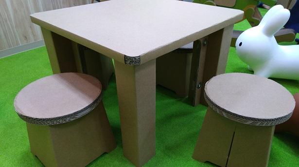 椅子やテーブル