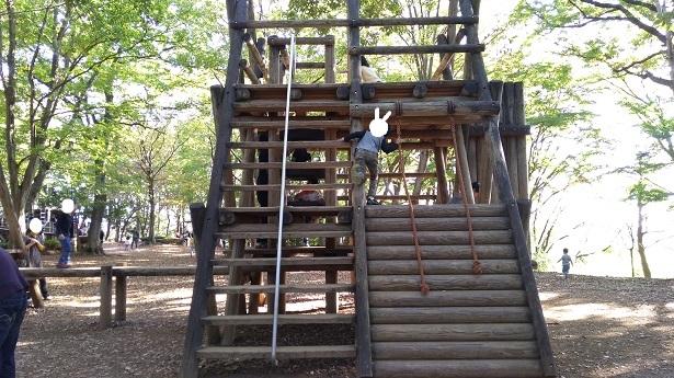 内牧公園ピラミッド型アスレチック遊具