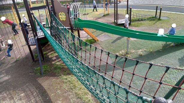 上谷総合公園綱渡りロープ