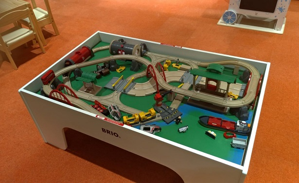 ハムリーズ遊び場のおもちゃ木のレール