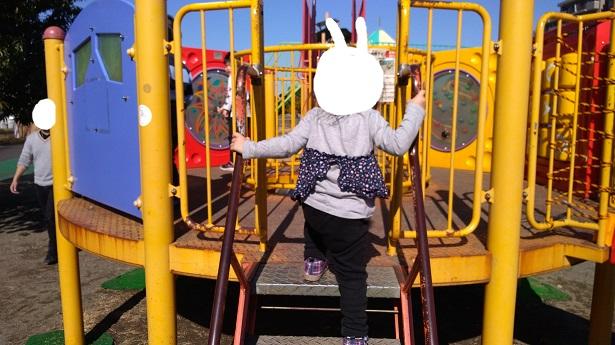 番場公園遊具で遊ぶ