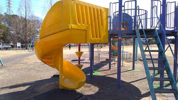 番場公園黄色い滑り台