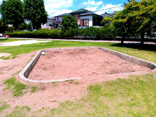 春岡中央公園大きな砂場