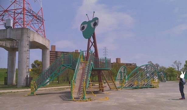 カマキリ公園遊具