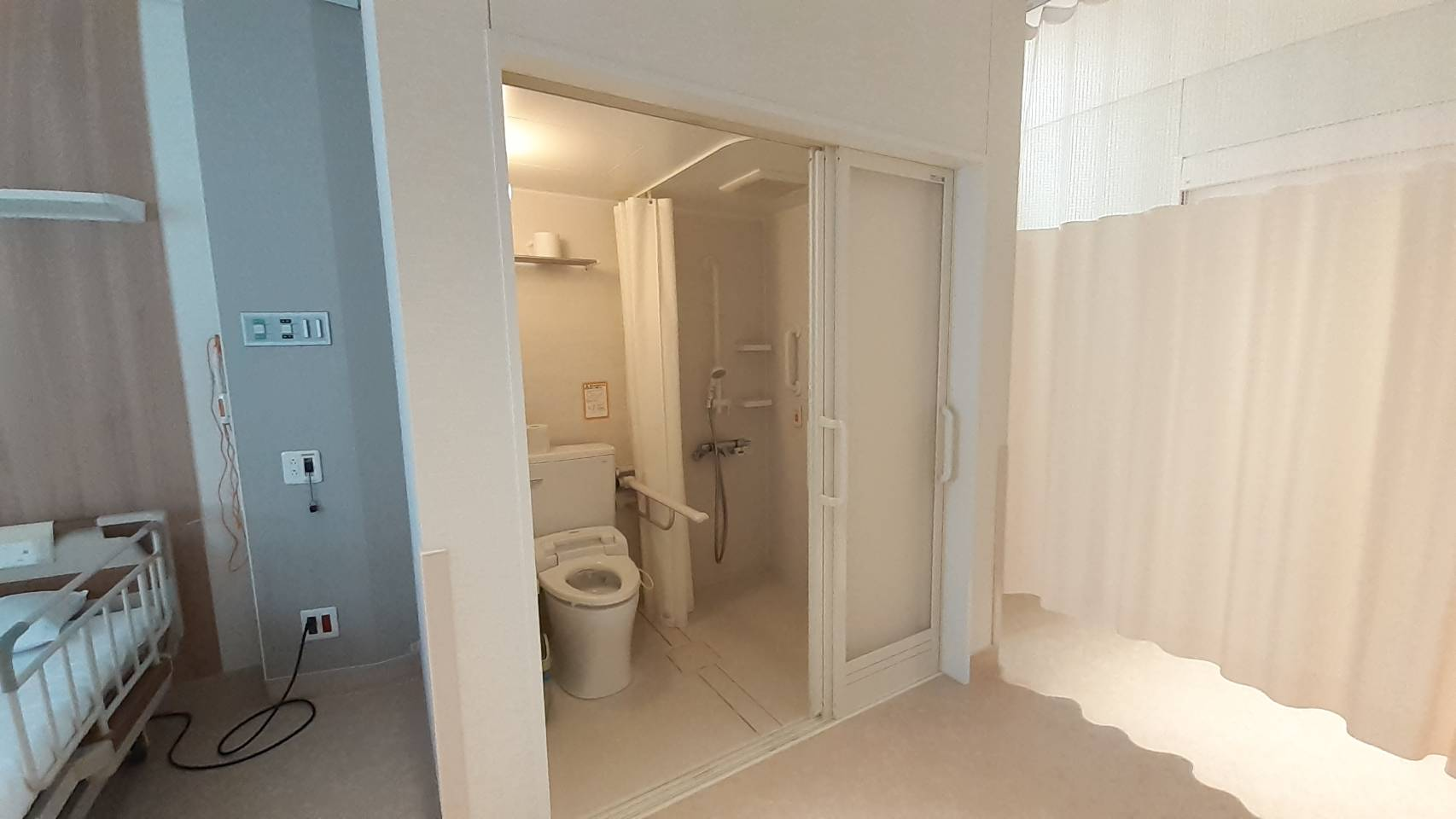 洗面台トイレシャワーつき