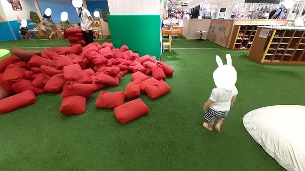 赤い袋のオモチャ